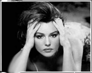 Менструальная мигрень: раз – лежать, и два – тихо!