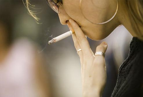 Женский организм из табачного дыма извлекает гораздо больше канцерогенов