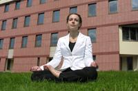Йога излечивает хронические боли у женщин