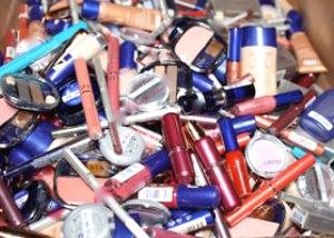 В организм женщины попадает 3 кг химических веществ c косметикой