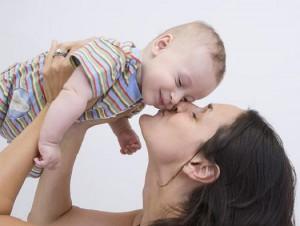 Нежность и ласка к детям: необходимость или излишнее внимание
