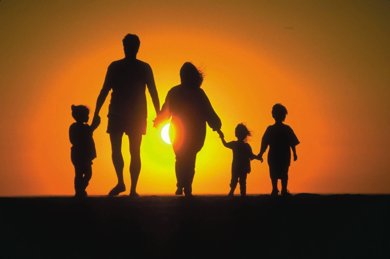 Можно ли быть счастливым, или зачем человеку семья?