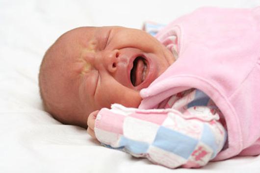 С появлением в доме  новорожденного  родители начинают сталкиваться с большим количеством трудностей, в числе которых и кишечные колики