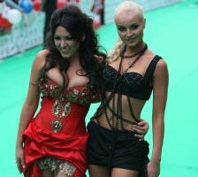 Психологи установили, почему женщины не любят откровенно одевающихся «соплеменниц»