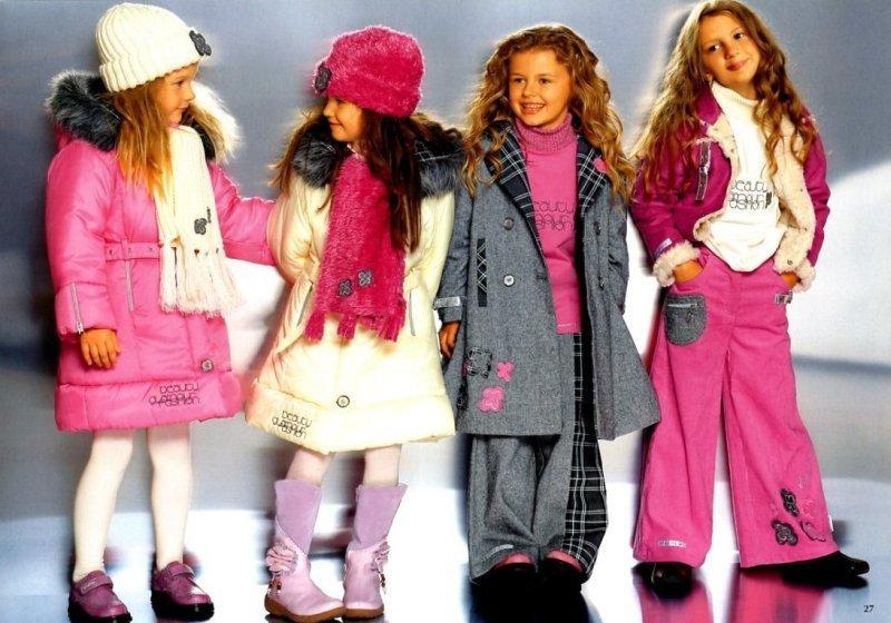 Для чего необходимы вышивки и красочные аппликации на детской одежде?