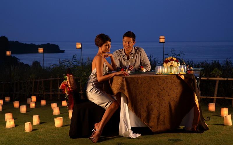 Романтический ужин отличный сюрприз для любимого человека