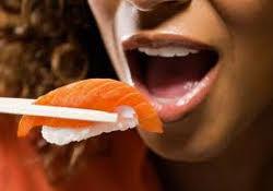 Молодым женщинам «рыбный день» необходим