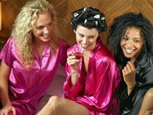 Сексуальные подруги избавят от повышенного внимания со стороны сильного пола