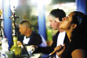 Курение кальяна: скрытые опасности для женщин