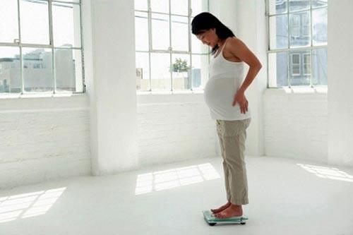 Беременная женщина с лишним весом рискует родить крупного малыша