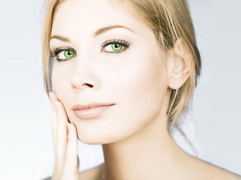 Излишняя косметика может повредить образу  «бизнес – вумен» в глазах начальства