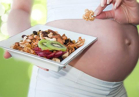 Риск опасных осложнений уменьшает диета во время беременности