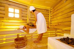 Девушек посещающих бани снимают на скрытую камеру