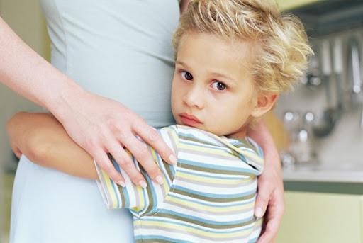 Ребенок опасается громких звуков. С чем это связано?