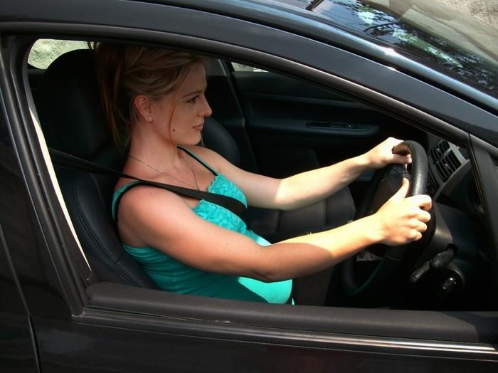 Простые правила вождения автомобиля для будущих мамочек
