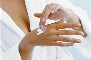 Трескается кожа на руках: что делать