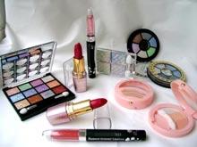 Декоративная косметика — не лучший выбор для молодой девушки