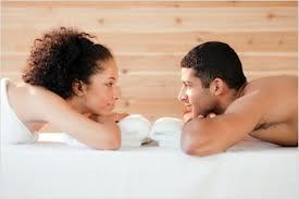 Женщины, пьющие контрацептивы, выбирают мужчин с менее мужественными чертами лица