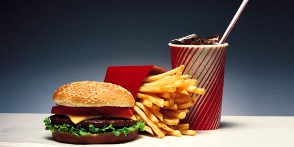 Западная диета, где приоритетом является высокое содержание жиров и сахара приносит непоправимый вред