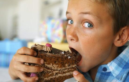 Как с пользой для здоровья давать детям сладкое?