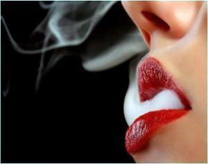 Курение провоцирует раннюю менопаузу