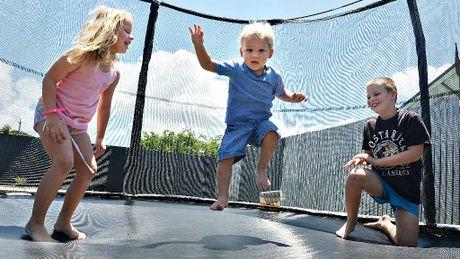 Чем полезен батут для ребенка?