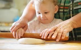 Приучаем ребенка помогать по дому