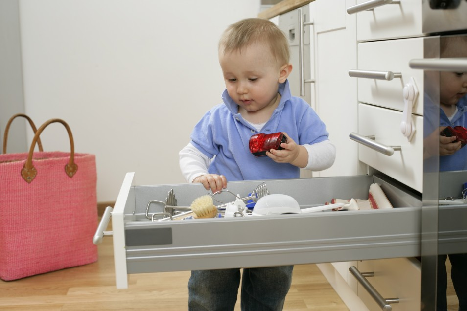Безопасная кухня для малыша