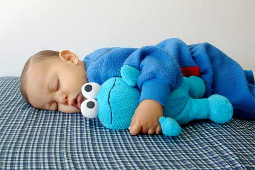 Что делать, если ребенок путает день с ночью?