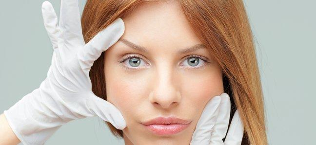 Косметика ускоряет приход менопаузы, показало исследование