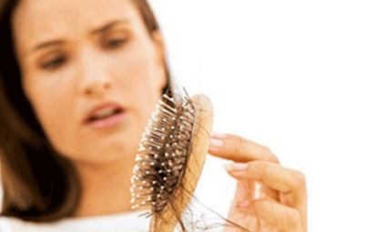 Почему у женщин выпадают волосы?