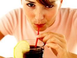 Сладкие напитки связаны с ранним началом менструаций