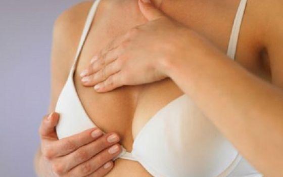 Как самостоятельно провести осмотр груди