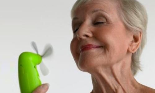 Климакс у женщин и мужчин. Признаки, симптомы и приливы, лечение