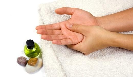 От чего спасает применение точечного массажа
