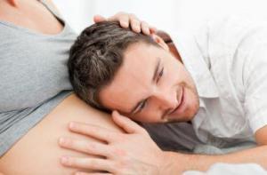 Витамины при беременности: терапевт объяснила странные вкусы беременных