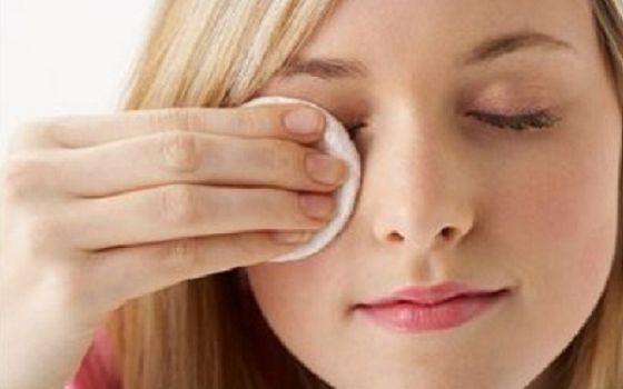 Какие натуральные средства помогут снять макияж