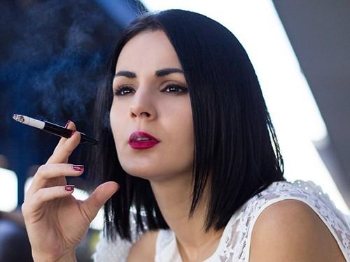 Пассивное курение ведет к ранней менопаузе