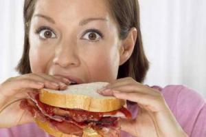 Гормональный дисбаланс может приводить к перееданию
